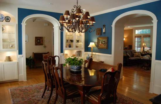 Dining room wall decor - Cozy And Pleasant Country Dining Room With Blue Walls- Cabritonyc.com