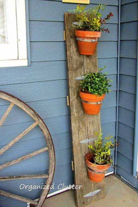 Front Door Flower Pots Ideas - DIY Flower Pot Barn Board Display - Cabritonyc.com