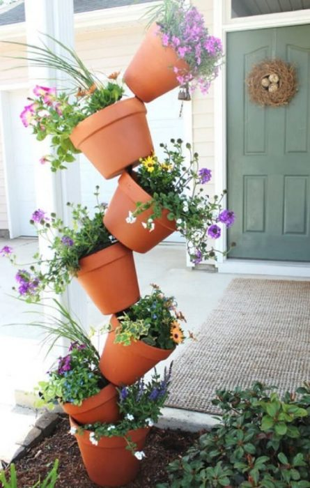 Front Door Flower Pots Ideas - Topsy Turvy Flower Pot Display - Cabritonyc.com