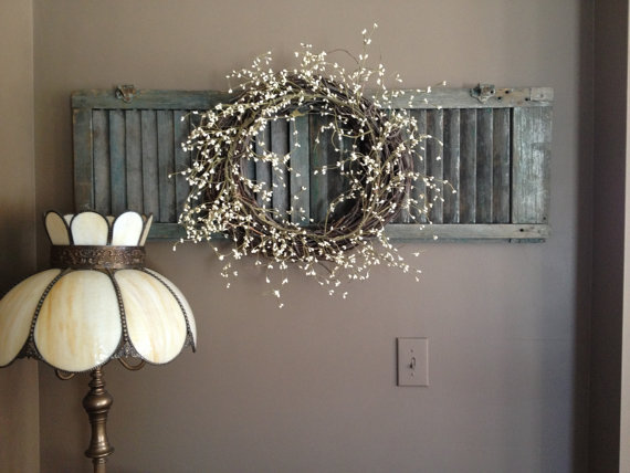Rustic Wall Decor Ideas - Chalk Painted Shutter with Dried Flower Wreath - Cabritonyc.com