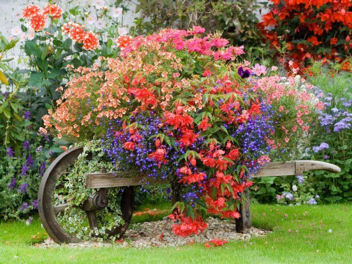 Front Yard Landscaping Ideas Cottage-Style Planted Wheelbarrow - Cabritonyc.com