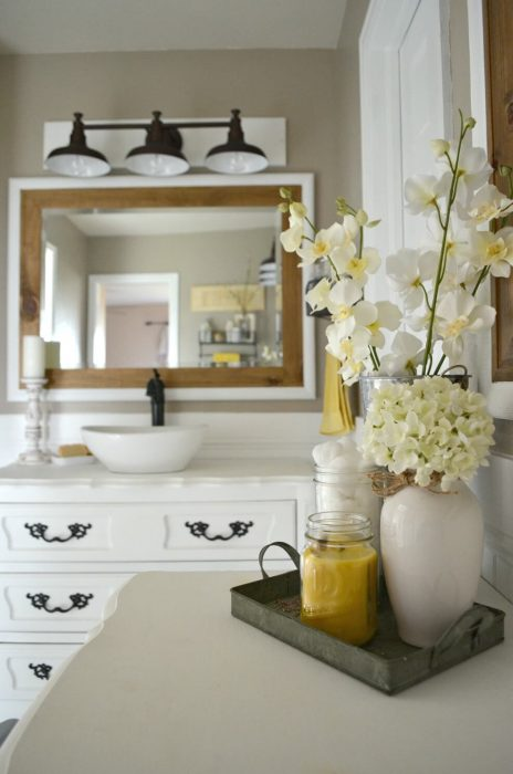Farmhouse Bathroom Decor Ideas - Bright Farmhouse Bathroom with Wood and Flowers - Cabritonyc.com