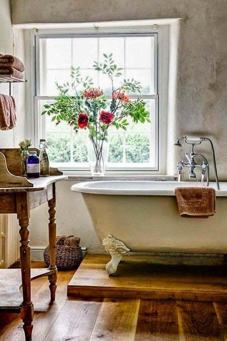 Farmhouse Bathroom Decor Ideas - Farmhouse Bathroom Décor with Elevated Bathtub - Cabritonyc.com