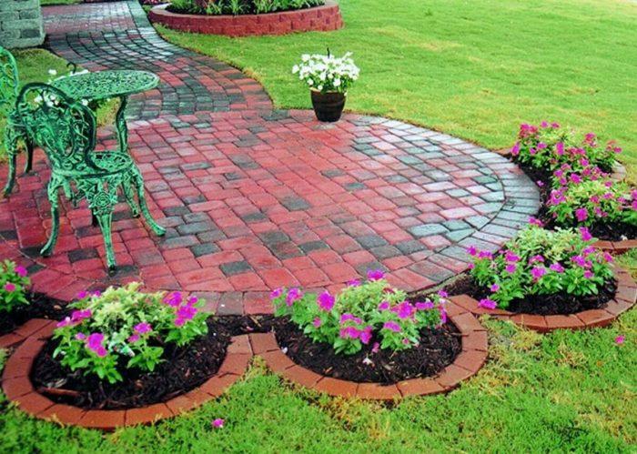 Backyard Landscaping Ideas - A Flower-Shaped Garden - Cabritonyc.com