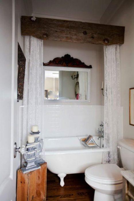 Farmhouse Bathroom Decor Ideas - Barn Board and Lace Bathtub Privacy Curtains - Cabritonyc.com