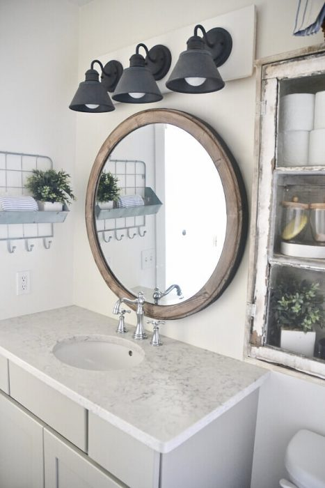 Farmhouse Bathroom Decor Ideas - DIY Farmhouse Vanity Light Fixture - Cabritonyc.com