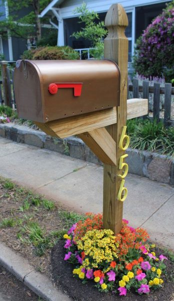 Front Yard Landscaping Ideas: Mini Mailbox Flower Bed
