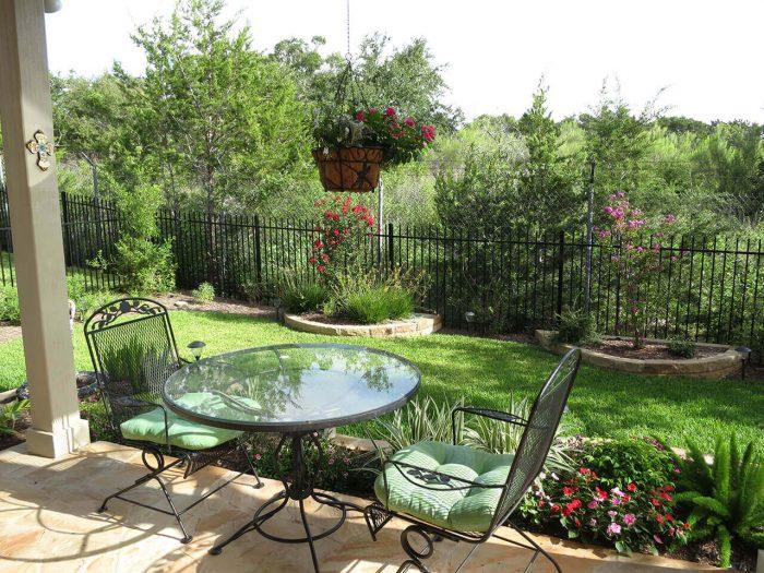 Backyard Landscaping Ideas - Small Patio for Two - Cabritonyc.com
